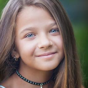 suzana by Anna Anastasova - Babies & Children Child Portraits ( girl child, girl, portraits of women, child portrait, portrait )