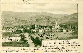 Photo: 9. Souvenir de Monastir - 1902 година Панорама на Битола со Белата, Црвената касарна и полигонот за вежби на турската војска е најчестиот мотив од тоа време, како што е оваа разгледница од 23 декември 1902 година испратена во Софија со напис: Нада, Честито Коледе и Нова година. Кажи му на татко ти дека денес на Љубе му испратив една лира. Твојот братучед Авранов. 23 декември 1902 год. На страната на адресата стои: Mademoiselle Nadia Boutchkoffeleve a l'ecole francaisea Sophia(Bulgarie)