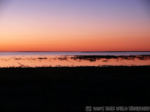 Photo: Západ slunce nad solnou pánví / Sunset over salt lake Etosha