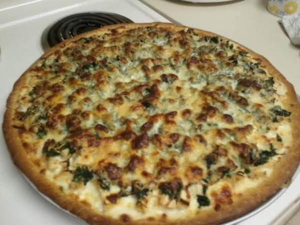 Chicken-spinach Alfredo Pizza