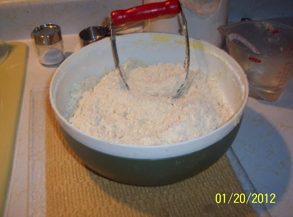 Mix flour and salt, add crisco, add cold water. Mix till it is very crumbly.