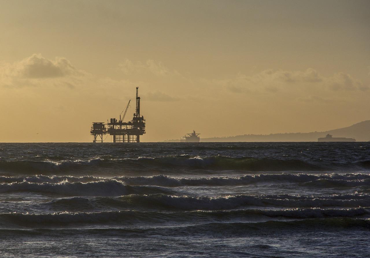 oil-platform-484859_1280 (1).jpg