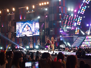 Photo: T-Ara performing 'Roly Poly' & giving us some fan love