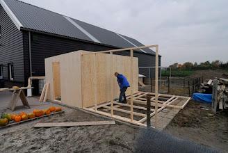 Photo: Aannemer Van Reek bouwt nog aan het grote kippenhok