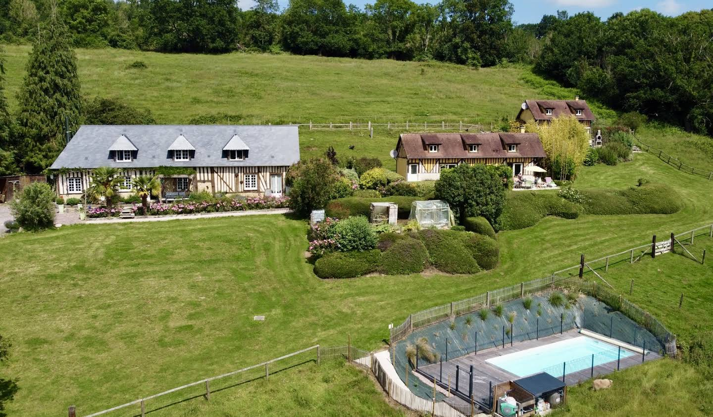 Property with pool and garden Pont-l'eveque