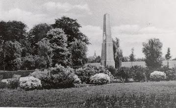 Photo: 1930 besloot de gemeenteraad van Princenhage op voorstel van B en W met alg. stemmen de gedenknaald te verplaatsen van de Markt naar de Heuvelstraat.