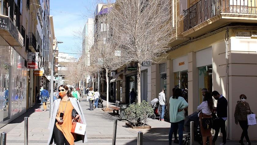 Una de las calles más comerciales de la capital almeriense.