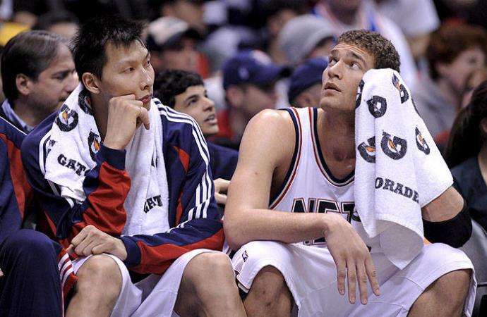 ¿Influye cómo pensamos en el rendimiento deportivo? Imagen obtenida de: https://www.noticiasdenavarra.com/deportes/mas-deportes/2010/05/12/nba-autoriza-mikhail-prokhorov-comprar/56632.html