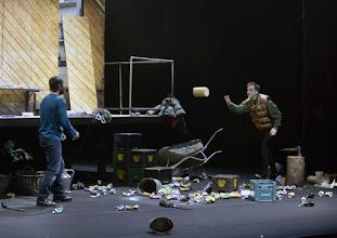 """Photo: EISWIND von Arpad Schilling - ein """"Anti-Orban-Projekt im Wiener Akademietheater. Premiere am 25.5.2016. Inszenierung: Arpad Schilling. Zoltan Nagy, Martin Vischer.  Copyright: Barbara Zeininger"""