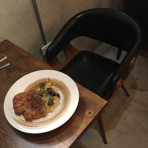 餐點份量夠、價錢合理、店員友善、環境舒適 但義大利麵吃到底時略感到有些油膩,但餐點大致上都是好吃的 整體來說是CP值高的店家,有機會會再回訪。
