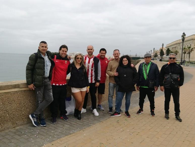 Peña Milhojas acompañando a su equipo.