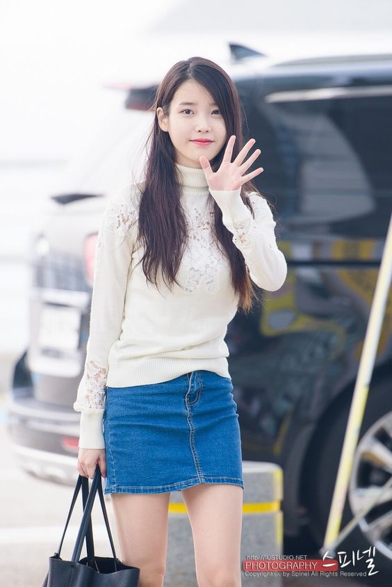 IU sweater 31