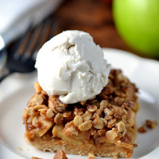 Apple Crumble Shortbread Bars