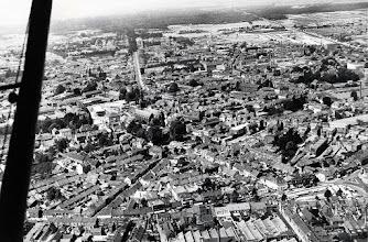 Photo: 1959 - Het centrum van Tilburg. Rechts onder het Piusplein en in het verlengde naar links lopend de Piusstraat. Boven deze straat de wijk Koningswei. In het midden de kerk van het Heike, haaks daarop de Bredaseweg