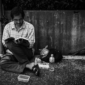 The Street Reader by Gerald Chua - Black & White Street & Candid ( #hsinchu #candid #blackandwhite #streetphotography )