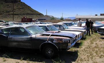 Photo: Komis samochodów z lat 50-tych
