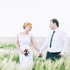 Wedding photographer Arina Sotnikova (id181278408). Photo of 31.07.2017