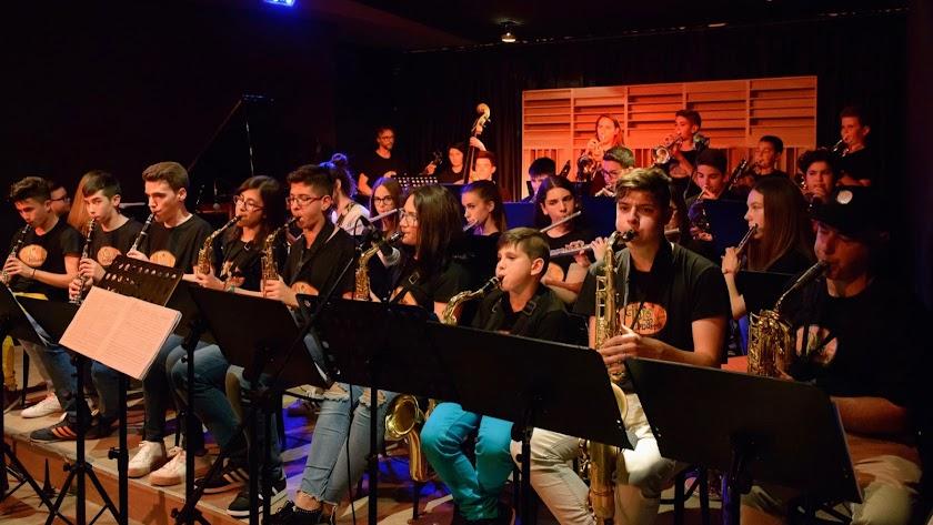 La Big Bandarax durante un concierto en la sala de Oliveros.