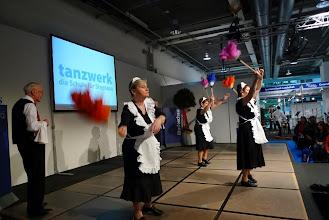 Photo: Aufgestellte Tänzerinnen