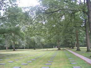 Photo: Le cimetière militaire allemand de Vladslo