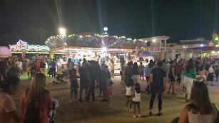 El recinto ferial de Vera repleto de gente en las atracciones el lunes.
