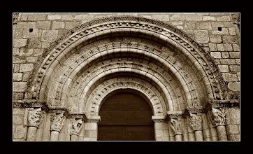 Photo: Lescure D'Albigeois, Saint Michel. Detalle del pórtico
