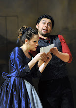Photo: Wiener Volksoper: LE NOZZE DI FIGARO - Inszenierung Marco Arturo Marelli. Premiere am 25.11.2012. Rebecca Nelsen, Yasushi Hirano. Foto: Barbara Zeininger