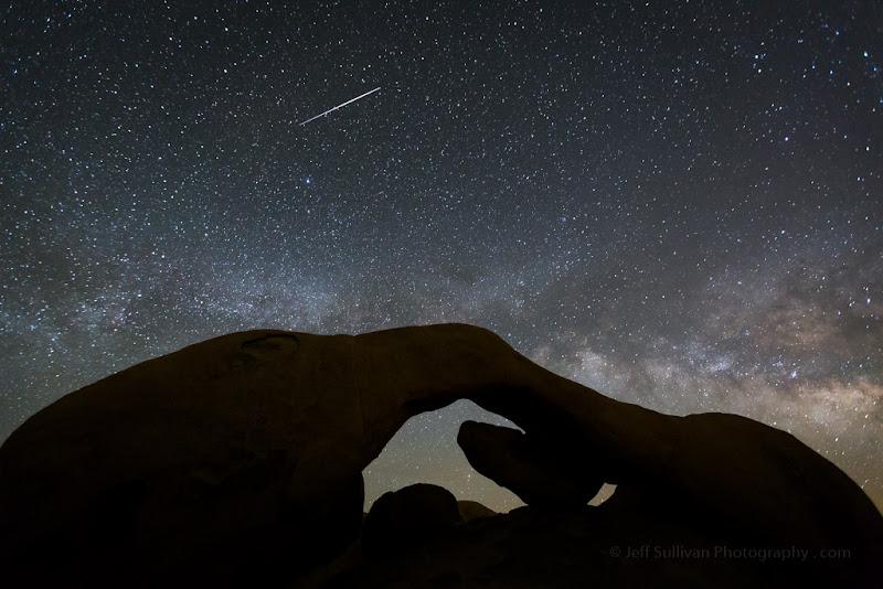 Photo: Natural Arch in Joshua Tree National Park, California