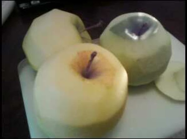 Peel and sliced apples and pour over lemon juice to cover all apples and...