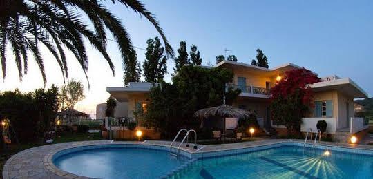 Cormoranos Apartments