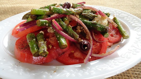 Lay tomatoes on a plate in a circular fashion and spoon over the asparagus...