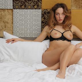 Elegance by ObjeKtiva Artphoto - Nudes & Boudoir Artistic Nude ( model, nude, bed, boudoir, vikra, seminude, beauty, glamour, boudoir photography, sexy, ukraine, breats, woman, hot, feminine )