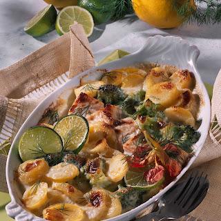 Erdäpfelauflauf mit Lachs und Broccoli