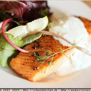Seared Salmon With Garlic Dill Sour Cream