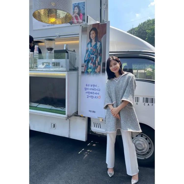 Ji Sung gửi quà tình cảm đến phim trường Mine ủng hộ bà xã Lee Bo Young