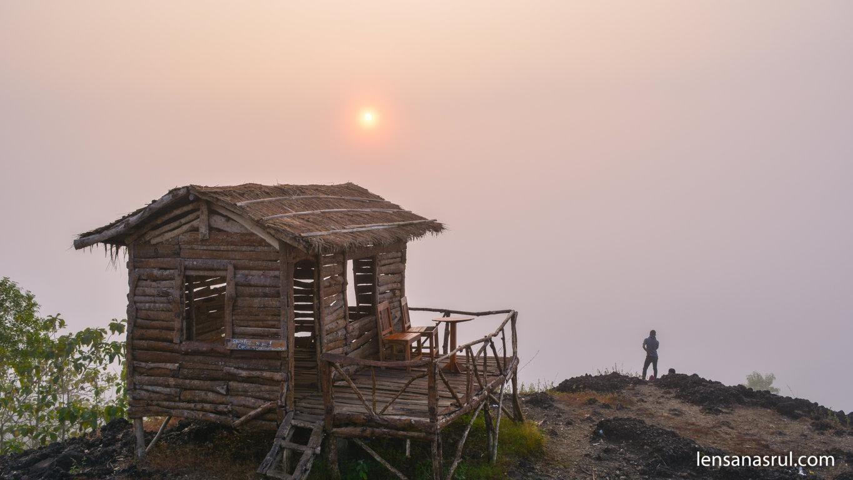 Matahari Terbit di Gunung Ireng