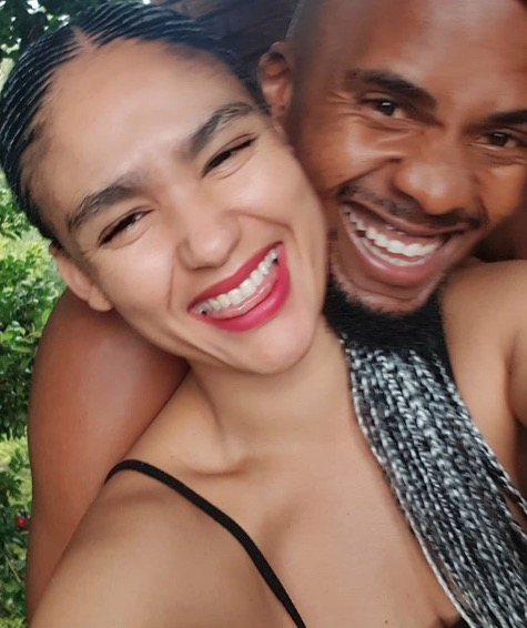 Lexi and Mandla focus on themselves, thanks.