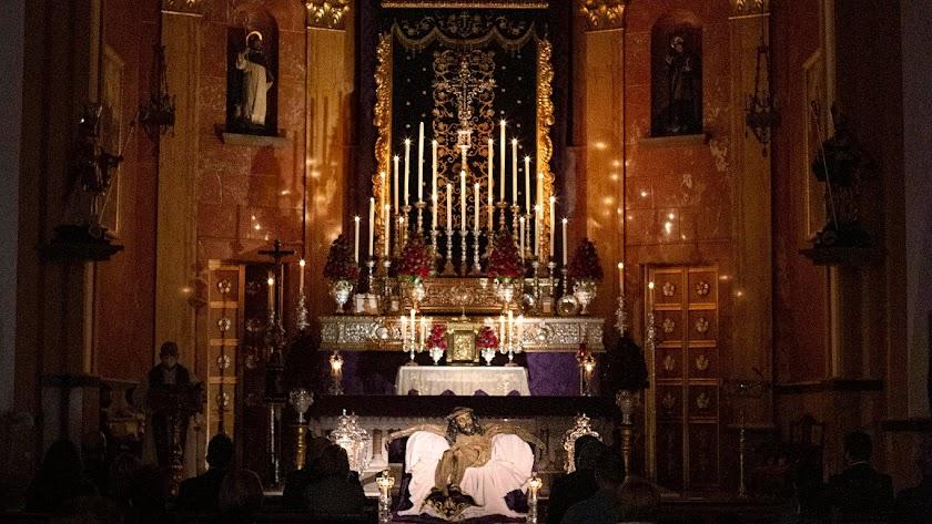 Montaje de esta Cuaresma de la Hermandad del Silencio en San Agustín. Foto de Víctor González Felices.