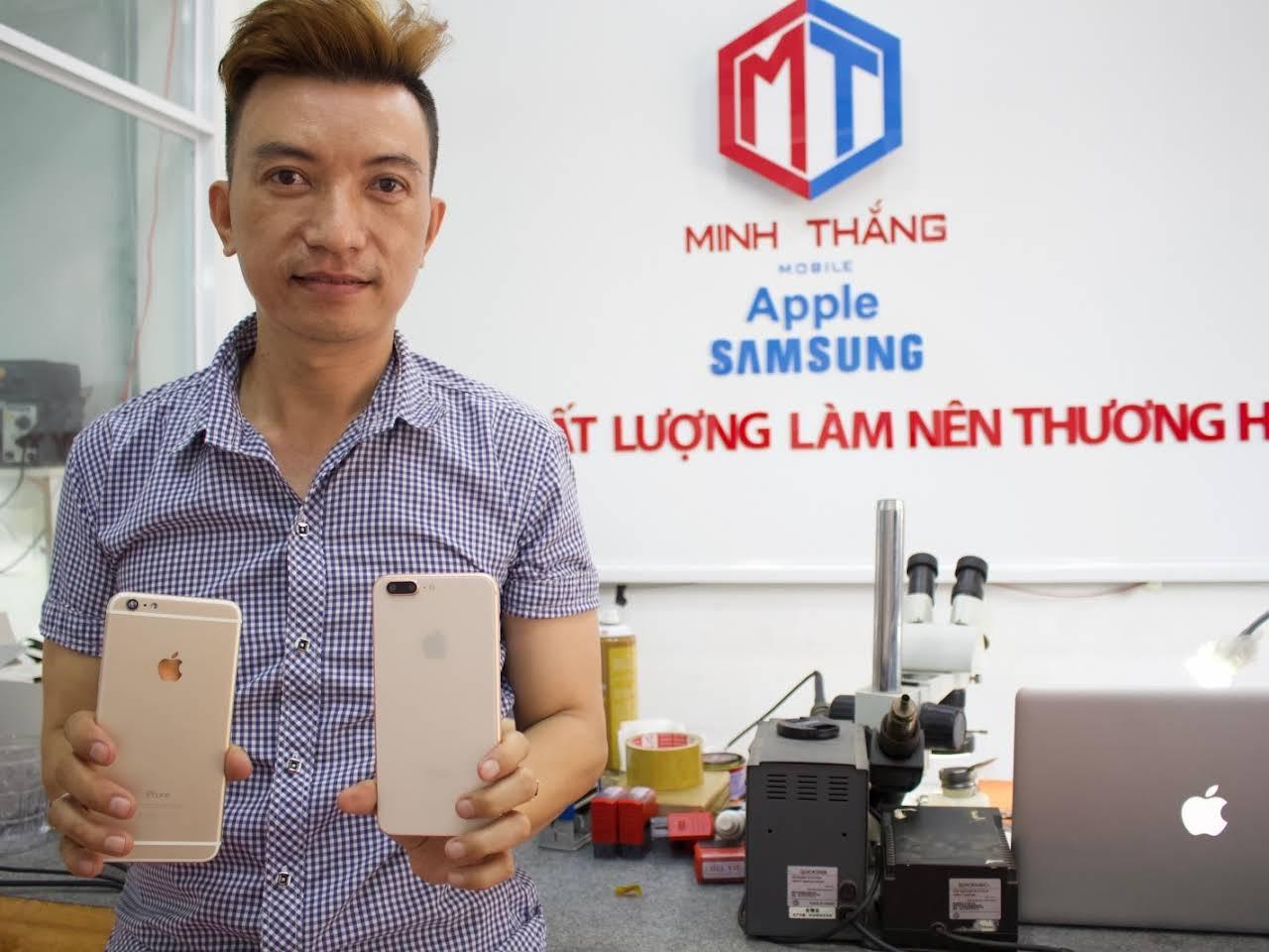 Khách đến Minh Thắng Mobile để sửa điện thoại oppo