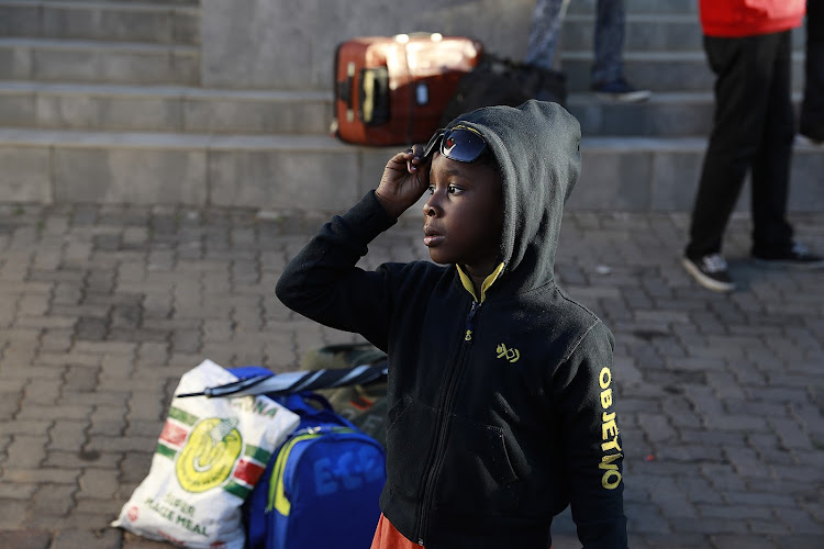 Despite uncertainty on how to make a living in Nigeria, Nigerian families are leaving South Africa after a wave of looting, assault and arson directed against foreigners in Johannesburg.