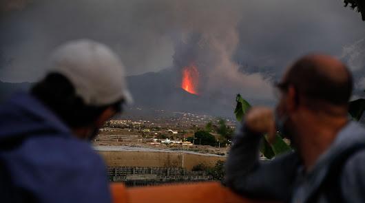 El volcán sigue en fase explosiva: otra colada y las cenizas llegan a La Gomera