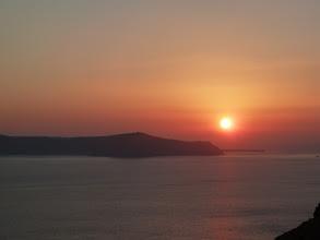 Photo: Thirassia au coucher du soleil