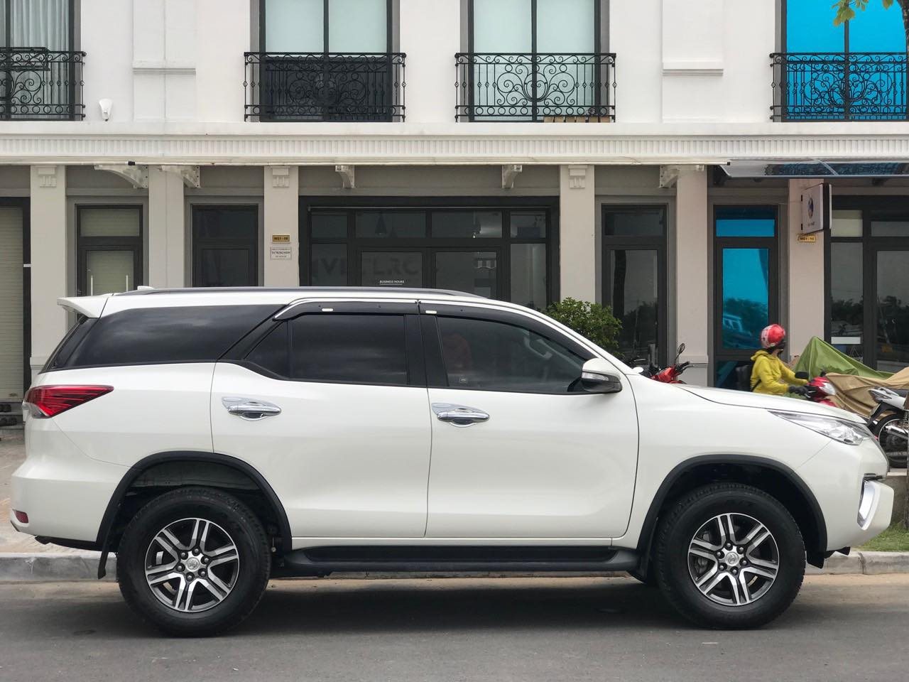 Hãy đến với thuexehuydat.com để trải nghiệm dịch vụ cho thuê xe 7 chỗ đi Cai Lậy hoàn hảo tại Huy Đạt