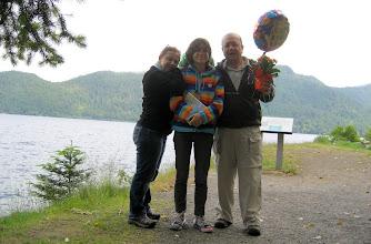 Photo: Babalar günü çiçeği ve balonu ile 'Baba Kemal ve Ailesi'
