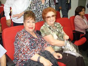 Foto: Leonor Fernández Riva y Beatriz Royo de Fernández ( 1 ), hermana y esposa de Claudio, respectivamente.
