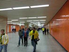 Photo: die ersten Fans sind schon auf dem Weg zum Stadion