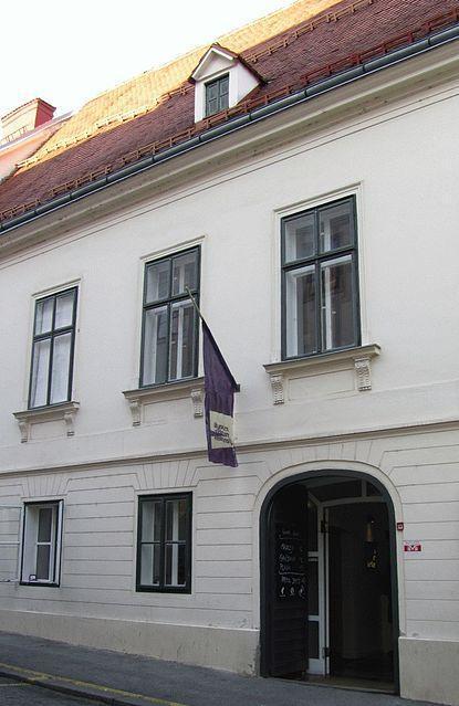 https://upload.wikimedia.org/wikipedia/commons/thumb/1/16/Museum_of_Broken_Relationships_Zagreb_2012.jpg/415px-Museum_of_Broken_Relationships_Zagreb_2012.jpg