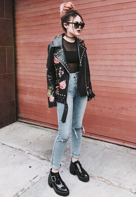 first-date-outfit-ideas-for-women_rocker_chick_day_date