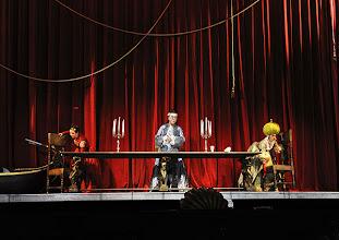 Photo: EINE NACHT IN VENEDIG / Wiener Volksoper. Inszenierung: Hinrich Horstkotte, Premiere 14.12.2013. Mara Mastalir, Vinzent Schirrmacher, Johanna Arrouas. Foto: Barbara Zeininger