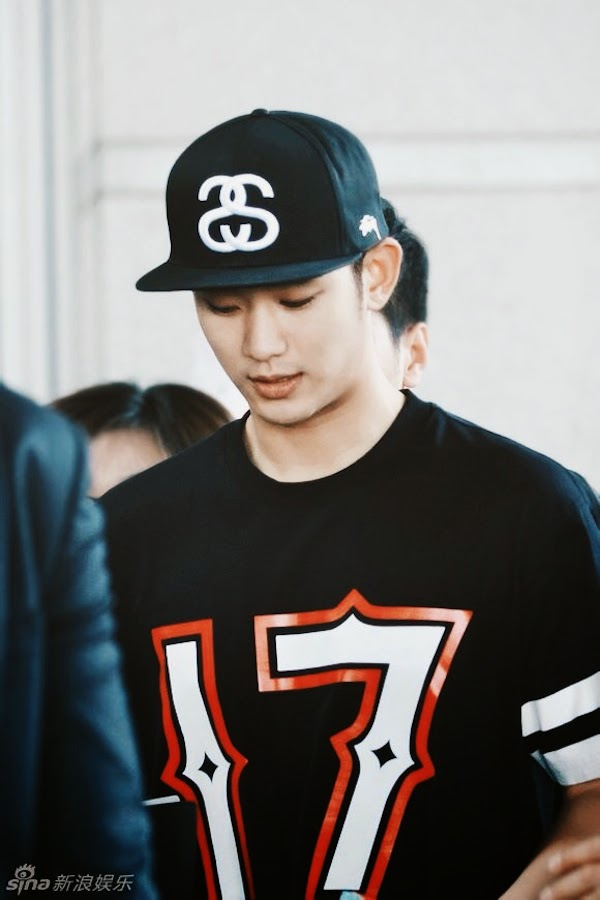 Kim Soo-hyun Givenchy 17 t-shirt June 2014 Beijing Airport